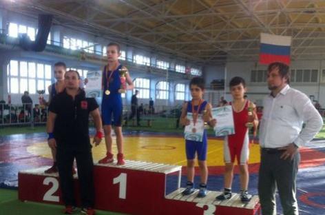 Две медали открытого областного турнира взяли гигантовские борцы