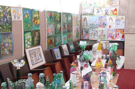 Ученики сальской художественной школы представили коллекцию кукол