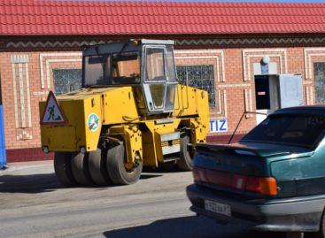 Ямочный ремонт дорог начался в Сальске