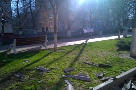 Бушевавший ветер натворил немало бед в Сальском районе