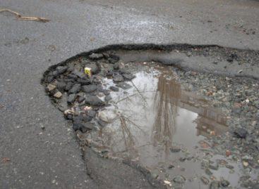 В городской администрации сальчанам предложили контролировать ремонт дорог