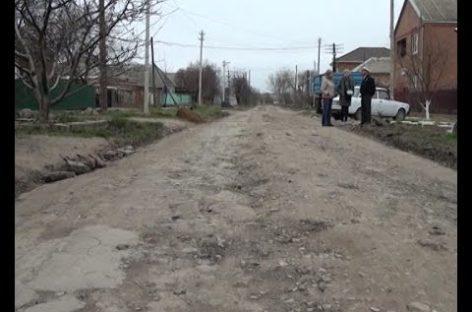 Сделали сами: жители улицы Кутузова «скинулись» на ремонт дороги. Сюжет