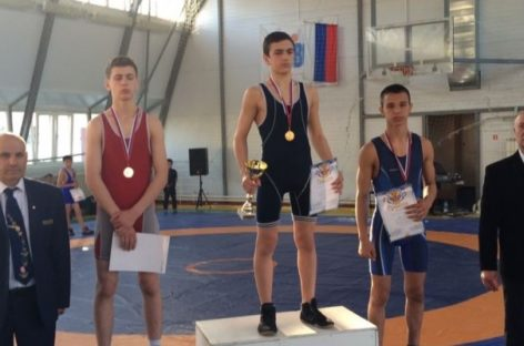 Обидное «серебро» гигантовского борца на турнире в Батайске