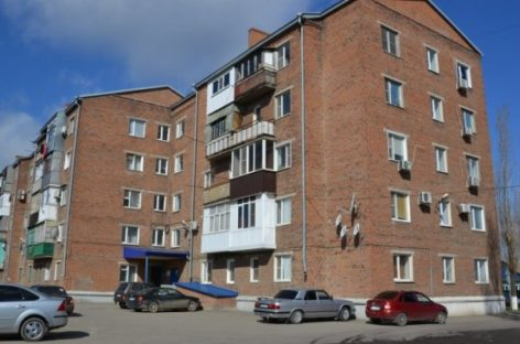 Жители пятиэтажек в центре Сальска вторую неделю ждут горячую воду