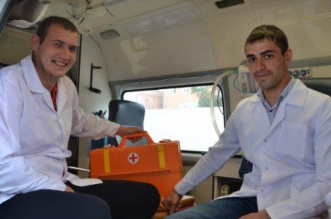 Студенты Сальского медтехникума заступают на своё первое дежурство в поликлинике