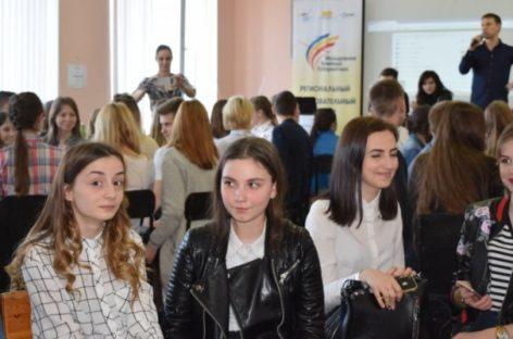 Сальские студенты и школьники стали частью молодёжной команды губернатора