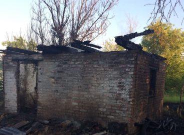 В Сальском районе сгорела дачная постройка