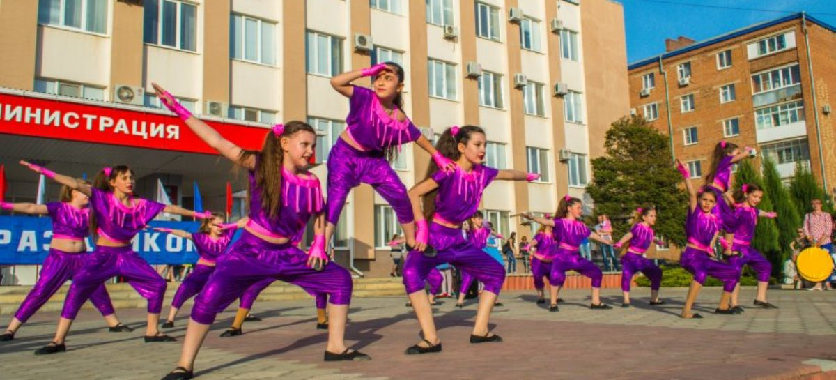 Сальчане встретили Первомай с песнями и танцами