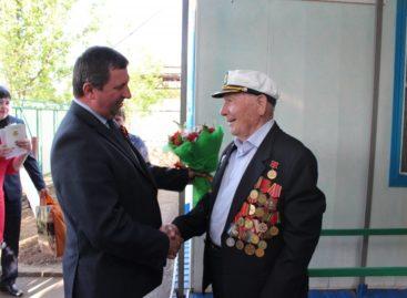 Владимир Березовский поздравил сальских ветеранов в канун Дня Победы