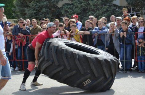Силачи Сальского и Песчанокопского районов соревновались в шоу «Силовой экстрим»