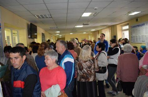 Сбой в автоматизированной системе сальской поликлиники спровоцировал огромные очереди