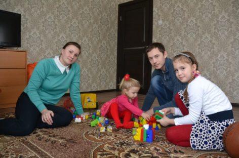 Сертификаты на улучшение жилищных условий получили четыре сальские семьи