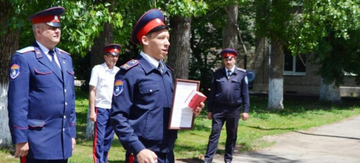 Почетным знаком «За отличие» наградили двух сальских кадетов