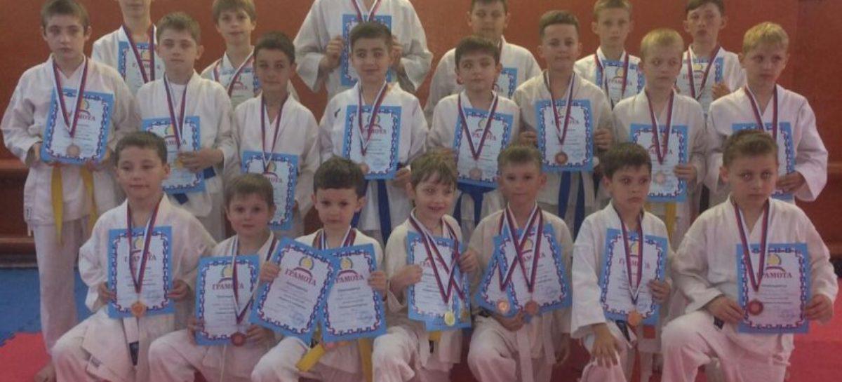 Сальские каратисты успешно выступили на турнире «Ступени мастерства»