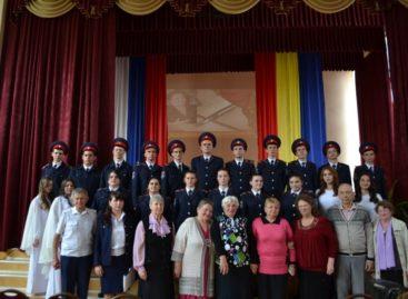Сальская поэтесса Наталья Тарасенко встретилась с кадетами казачьего лицея