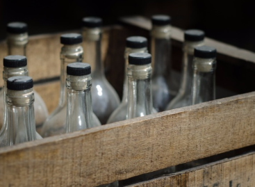 В Сальске полиция «накрыла» цех с 20 тоннами контрафактного алкоголя