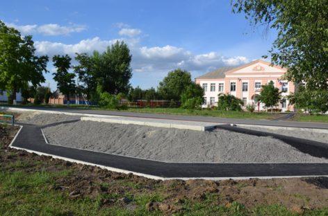 Две новенькие остановки появились в Сальске, у школы № 5