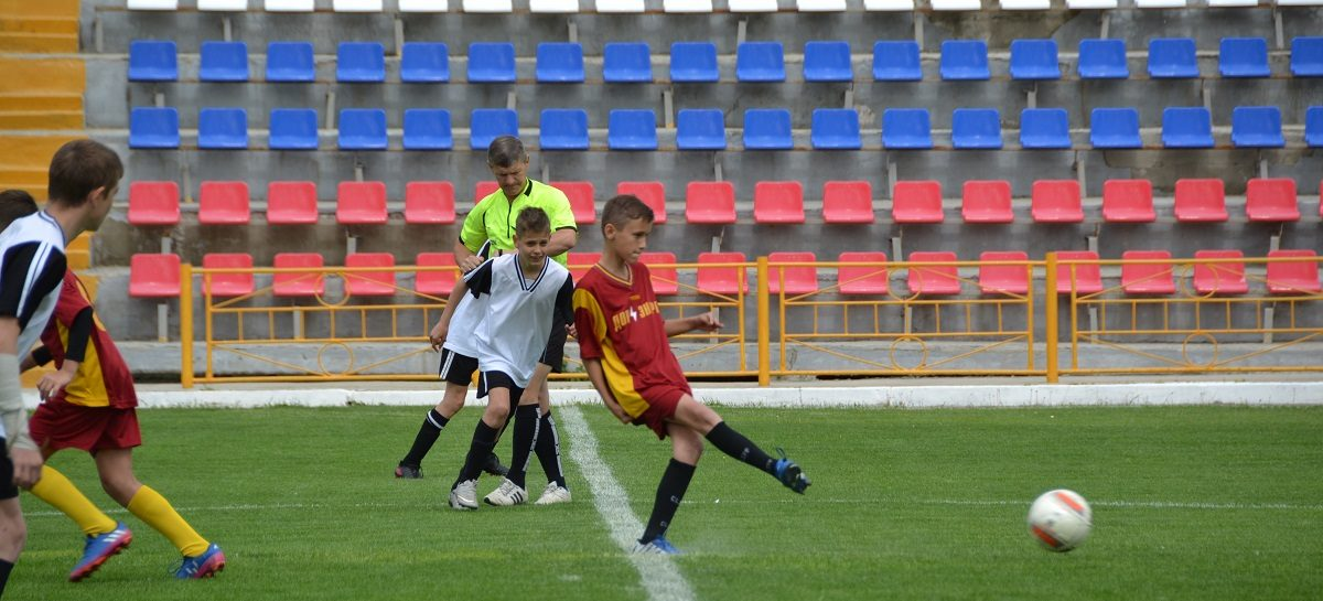 Сальчане поборются за «бронзу» областного первенства по футболу
