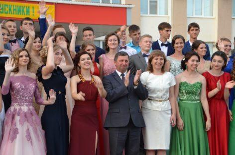 Выпускной бал-2017: 56 лучших выпускников награждены медалями «За особые успехи в учении»
