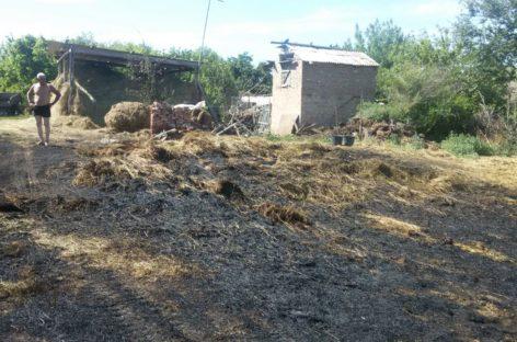В селе Новый Егорлык Сальского района сгорело сено