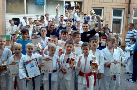 Сальские рукопашники показали мастерство в Орловском