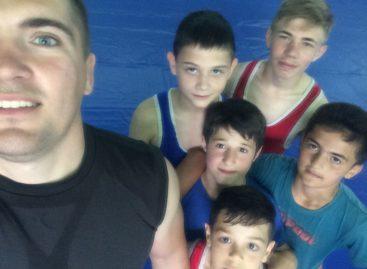 Гигантовские борцы приняли участие в турнире на Кубани