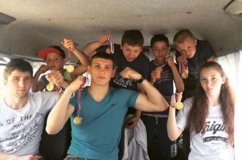 Семь медалей привезли сальские боксеры из станицы Суворовской