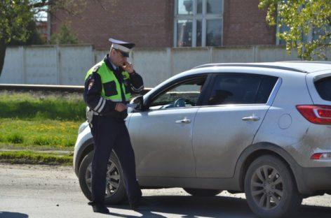 В Сальске полицейские «ловят» авто с тонированными стёклами