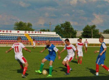 «Опенки» вышли в лидеры чемпионата Сальского района по футболу