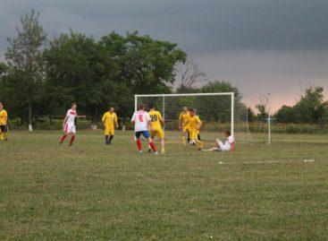 Районный чемпионат по футболу: а лидеры всё те же
