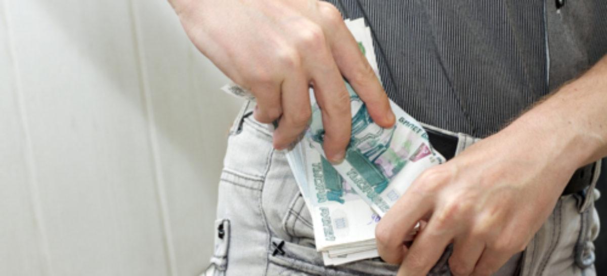 Сальчанин получал пособие по безработице и зарплату одновременно