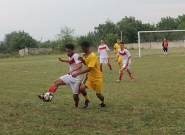 «Опёнки» держат лидерство в районном чемпионате по футболу