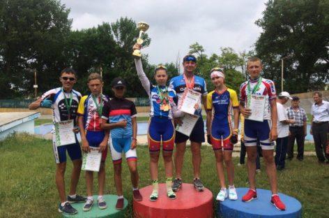 Сальчане стали победителями и призерами на шоссе и треке