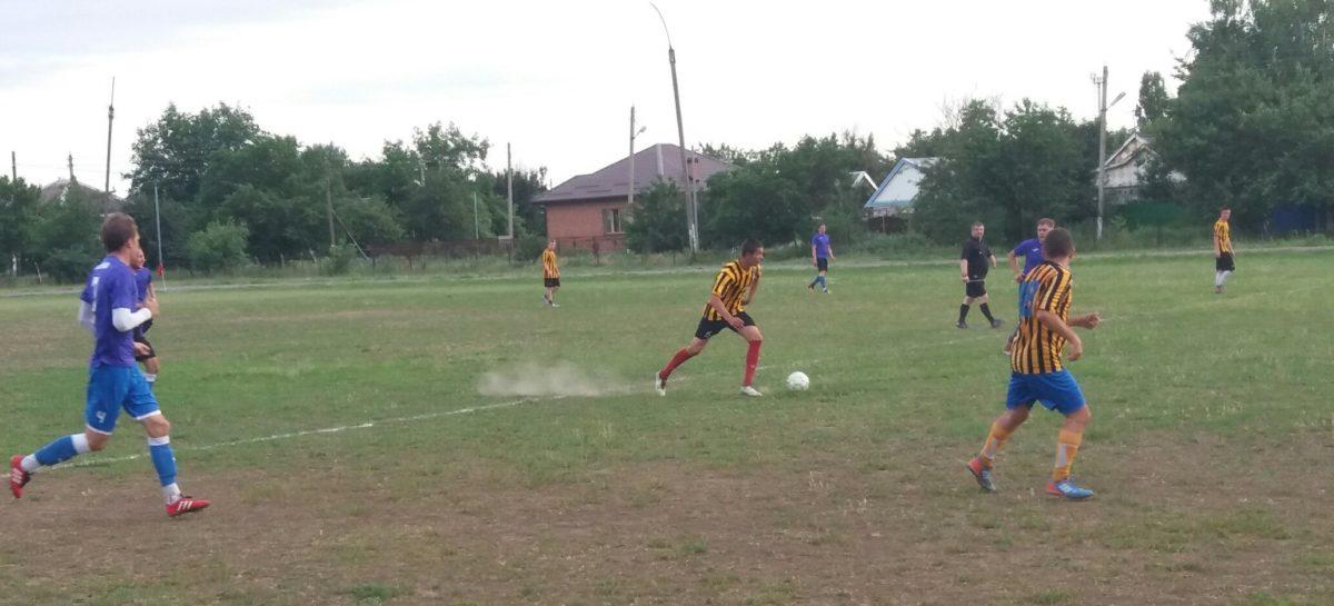 Шестую победу подряд одержала сальская футбольная команда «Русь»