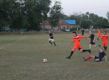 Кубок губернатора по футболу: новоегорлычане обыграли Дубовский район