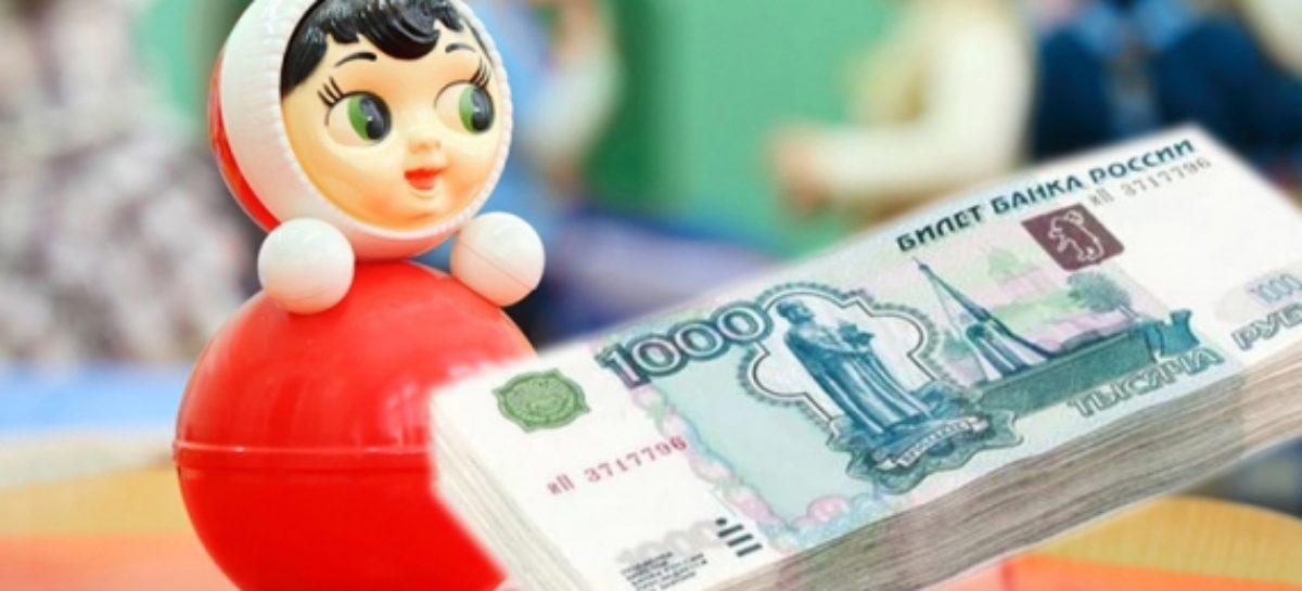В Сальском районе заведующую детсадом обвинили в присвоении воспитательской зарплаты