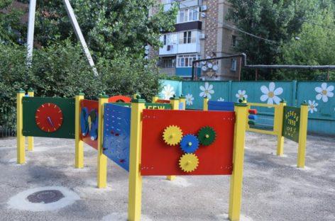 В сальском детском саду «Ромашка» установили тактильный лабиринт