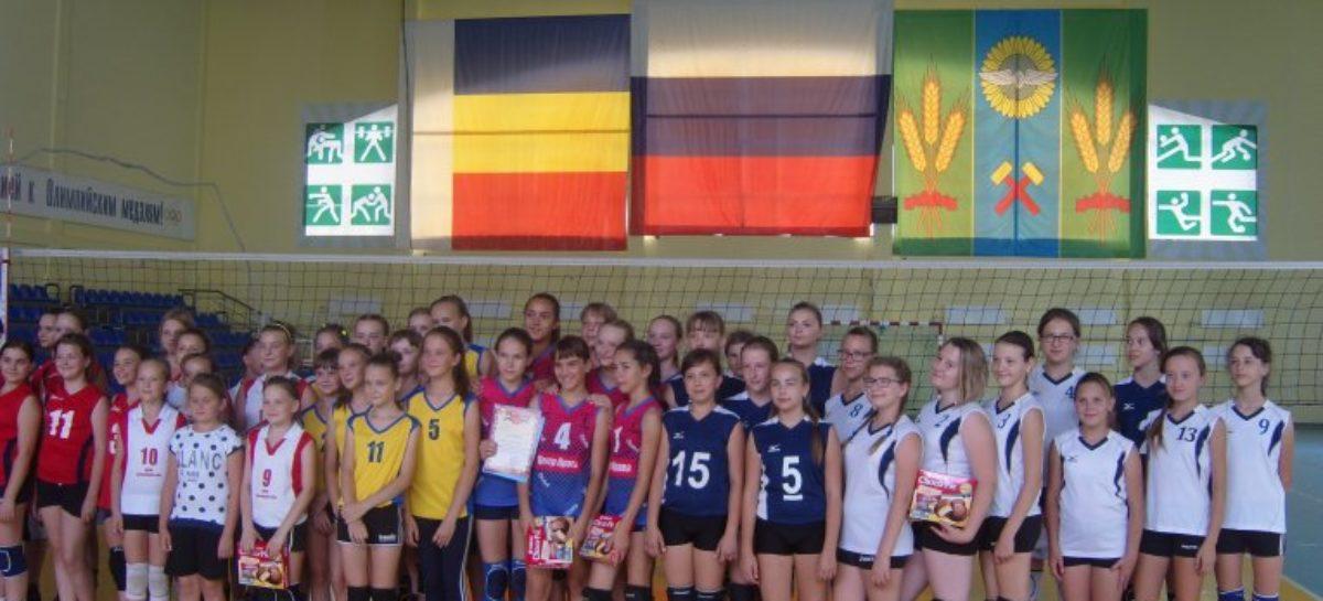 Сальские волейболистки заняли четвёртое место на открытом первенстве района