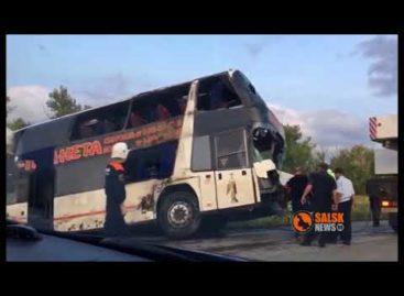 В Егорлыкском районе перевернулся автобус