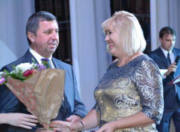 Звание Почётного работника общего образования РФ получила директор сальской школы