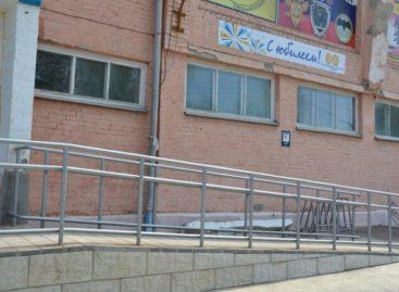 Сальскую детско-юношескую спортшколу адаптируют для посещения инвалидами
