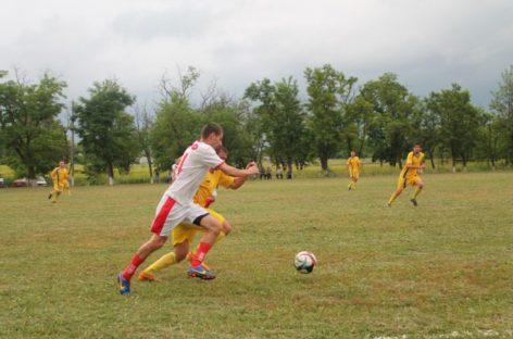 Футболисты Сальского района доиграли первый круг