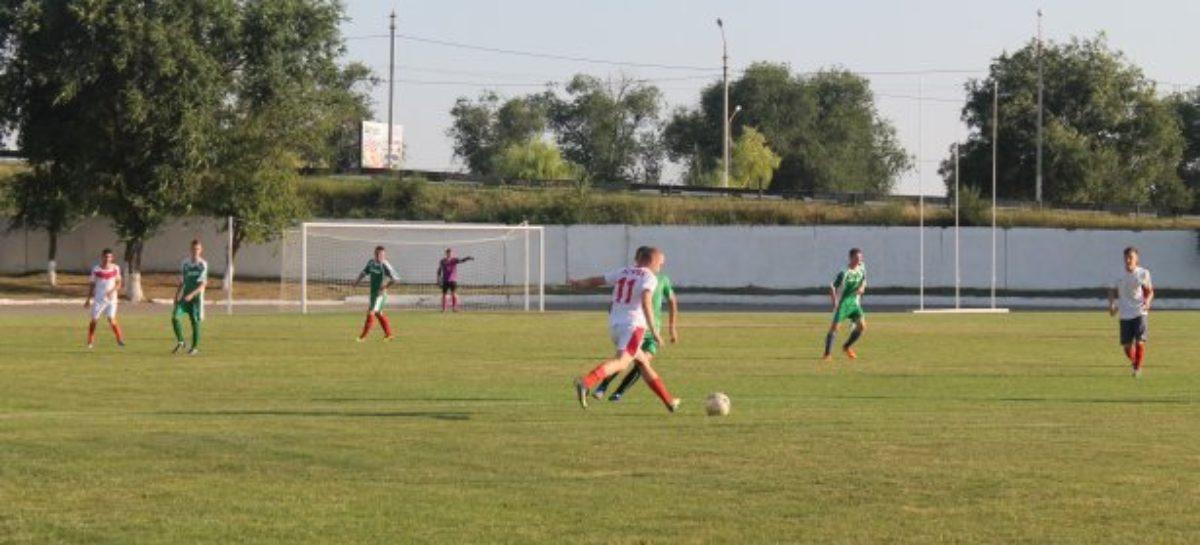 Сальский футбол: лидеры сохраняют позиции