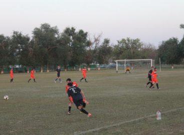 Кубок губернатора: сальские футболисты держат лидерство