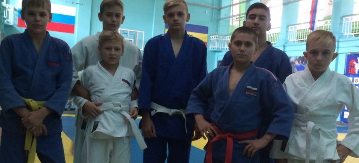 Сальские дзюдоисты завоевали три медали в Таганроге