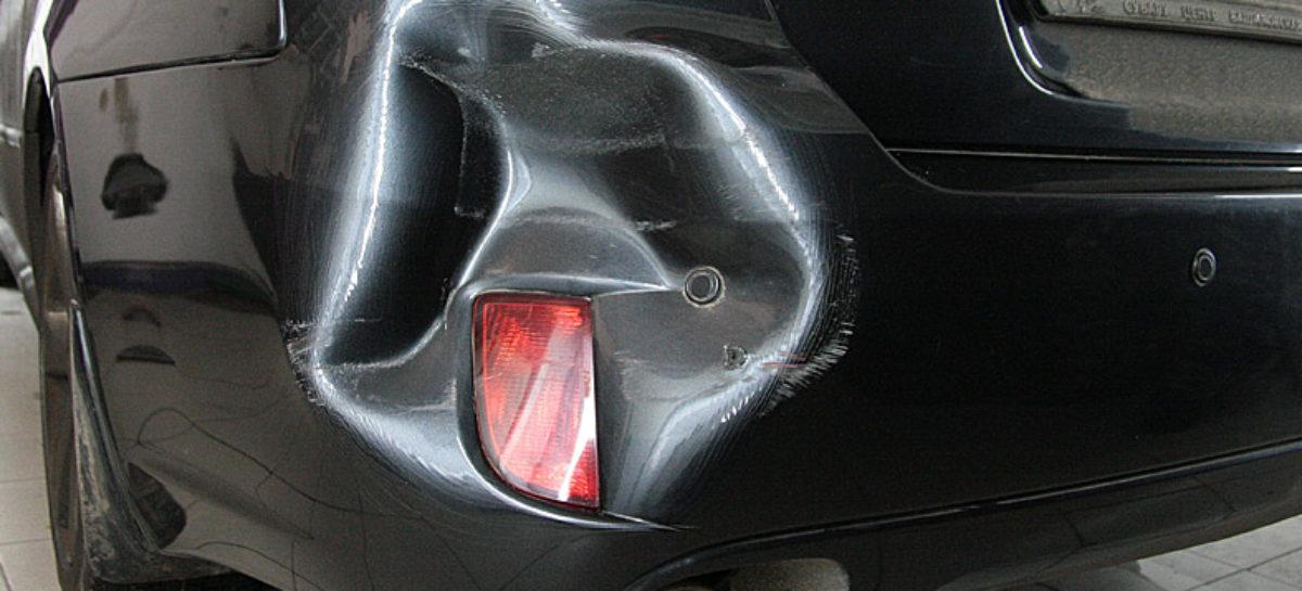 В центре Сальска водитель на неустановленном авто въехал в «Opel Corsa» и скрылся