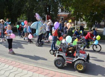 Ограбление и сбежавшая невеста: праздничный парад запомнится сальчанам  надолго
