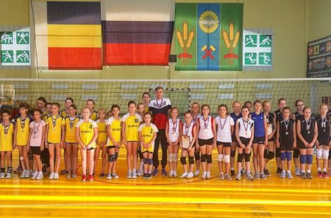 Сальские волейболистки стали хозяйками областного турнира