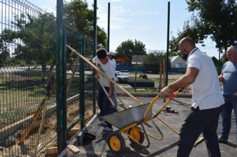 Жители Ново-Сальска смогут заниматься спортом на новой площадке