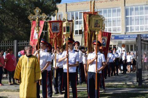 Крестный ход с иконой прошел по Сальскому району